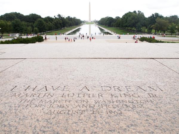 Imagen de la losa de mármol del monumento de Whashington a Martin Luther King