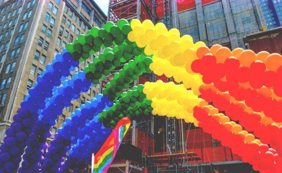 Guirnaldas con la bandera arcoiris